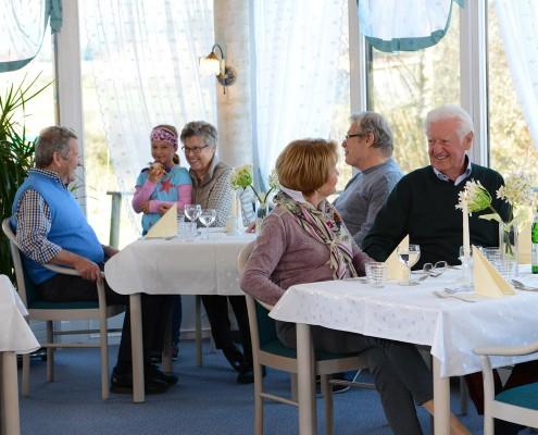 Zusammenkunft bei Tisch