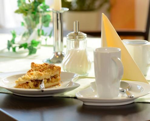Kaffee und Kuchen im Café Hubertus